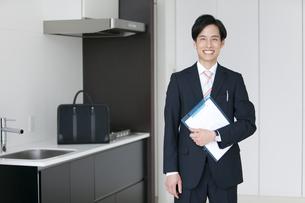 笑顔のビジネスマンの写真素材 [FYI01309839]