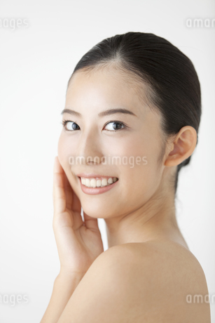笑顔の女性の写真素材 [FYI01309904]