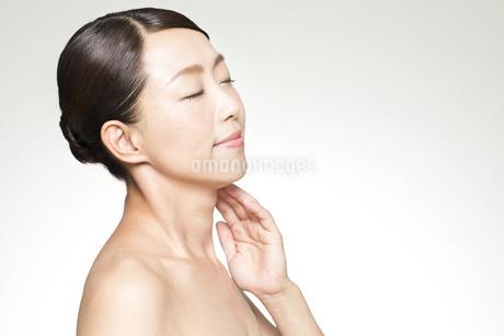 中年女性の美容イメージの写真素材 [FYI01311485]