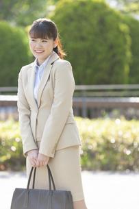 笑顔のビジネスウーマンの写真素材 [FYI01312411]