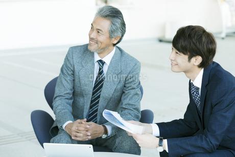 笑顔のビジネスマンの写真素材 [FYI01312721]