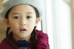 帽子を被った女の子の写真素材 [FYI01312913]