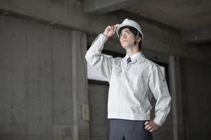 建設現場のビジネスマンの写真素材 [FYI01312929]