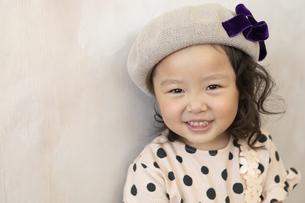 帽子を被った女の子の写真素材 [FYI01314696]