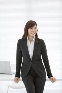 笑顔のビジネスウーマンの写真素材 [FYI01314816]