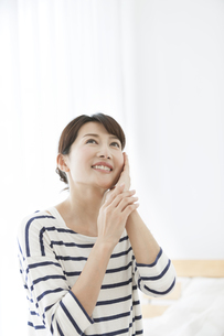 日本人女性の美容イメージの写真素材 [FYI01315297]