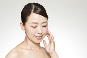 中年女性の美容イメージの写真素材 [FYI01316178]