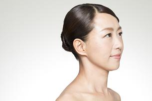 中年女性の美容イメージの写真素材 [FYI01317340]