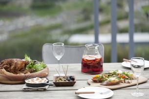 テーブルの上の料理の写真素材 [FYI01318215]