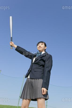 バットを構える女子校生の写真素材 [FYI01318717]