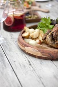 テーブルの上の料理の写真素材 [FYI01318806]