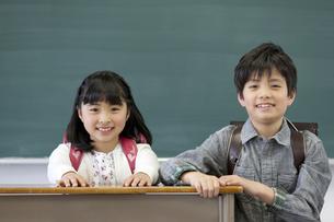 笑顔の子供たちの写真素材 [FYI01319442]