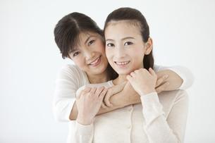 笑顔の親子の写真素材 [FYI01319523]