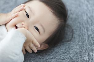 笑顔の赤ちゃんの写真素材 [FYI01320983]
