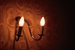 屋内 電灯の写真素材 [FYI01321781]