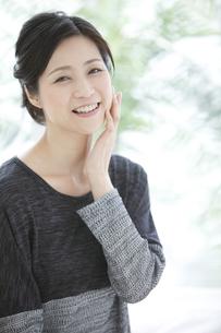 笑顔の中高年女性の写真素材 [FYI01322078]