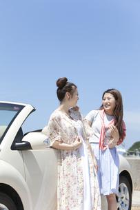 会話する女性2人の写真素材 [FYI01322188]