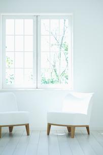 2脚の椅子の写真素材 [FYI01322244]