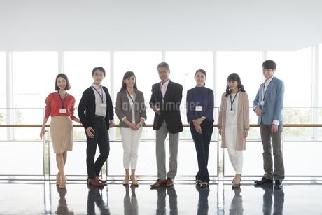 ビジネスマンとビジネスウーマンの写真素材 [FYI01322264]