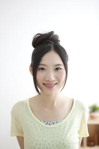 笑顔の女性の写真素材 [FYI01323199]
