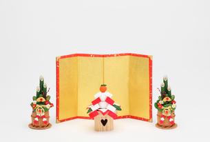 鏡餅と金屏風と門松の写真素材 [FYI01323645]