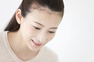 笑顔の女性の写真素材 [FYI01323866]