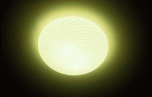 建物・インテリア 電灯の写真素材 [FYI01323913]