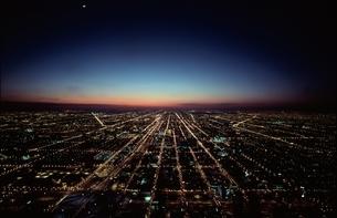 街並み 夜景 空撮の写真素材 [FYI01324342]
