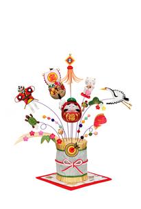 金の藁飾りと大黒さんのだるまの写真素材 [FYI01324669]