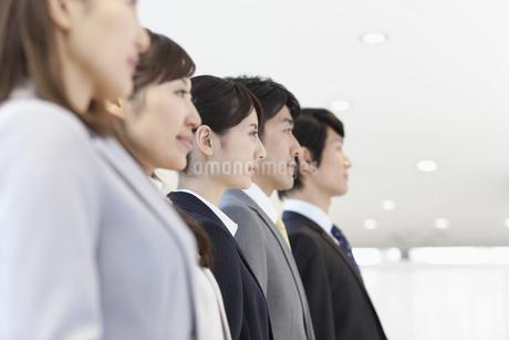 ビジネスマンとビジネスウーマン5人の横顔の写真素材 [FYI01324969]