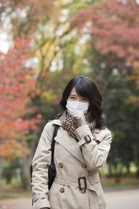 マスクをしている女性の写真素材 [FYI01325587]