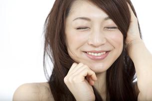笑顔の女性の写真素材 [FYI01326384]