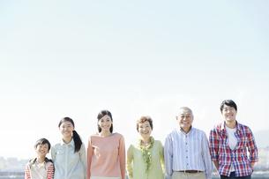 笑顔の3世代家族の写真素材 [FYI01326862]