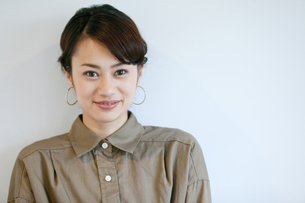 笑顔の女性ポートレートの写真素材 [FYI01327285]
