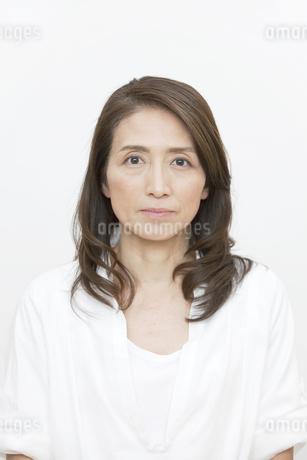 中高年女性のポートレートの写真素材 [FYI01327894]