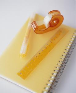 文房具 セロハンテープ 定規 ノート ペンの写真素材 [FYI01329239]
