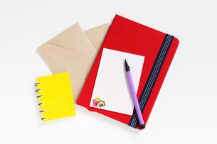 はがき便箋と筆ペンとノートの写真素材 [FYI01329279]