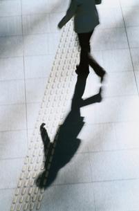 人影 動きの写真素材 [FYI01330186]