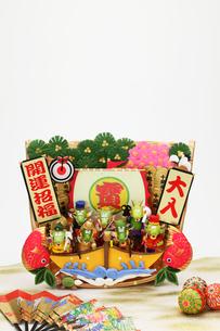 辰の七福神と蓑の宝船の写真素材 [FYI01331330]