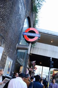 ロンドンブリッジ駅の表示板の写真素材 [FYI01331712]