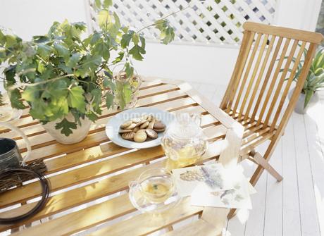 ガーデンテーブルの写真素材 [FYI01331784]
