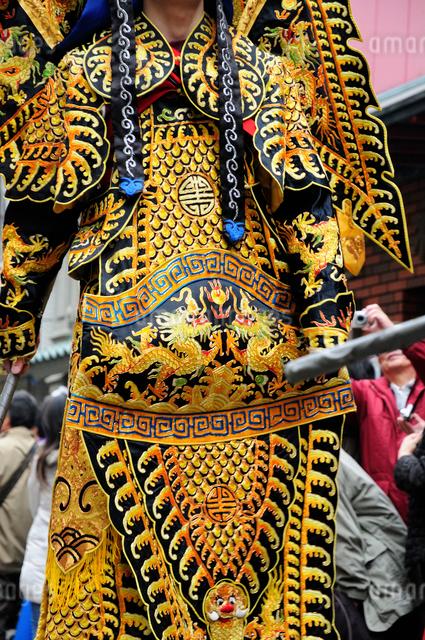 中華街の春節パレードの民族衣装仮装行列の写真素材 [FYI01331965]
