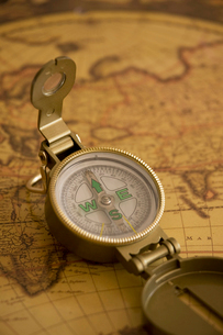 地図とコンパスの写真素材 [FYI01332266]