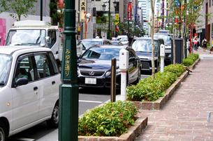 パーキングエリアに駐車している車の写真素材 [FYI01335532]