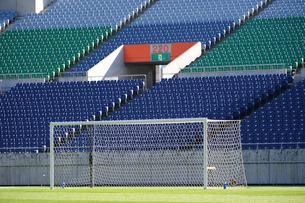 サッカースタジアムとゴールの写真素材 [FYI01336676]