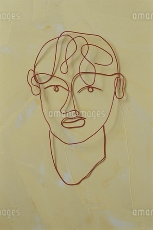 ワイヤーで作った男性の顔の写真素材 [FYI01336869]
