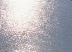 光る海面の写真素材 [FYI01337218]