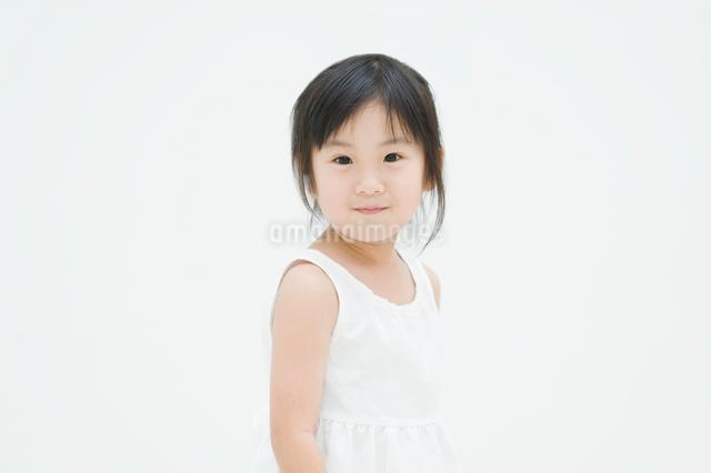 微笑む女の子の写真素材 [FYI01338062]