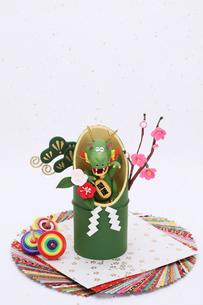 竹と招き辰の写真素材 [FYI01338925]