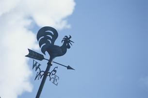 風見鶏と空の写真素材 [FYI01339044]